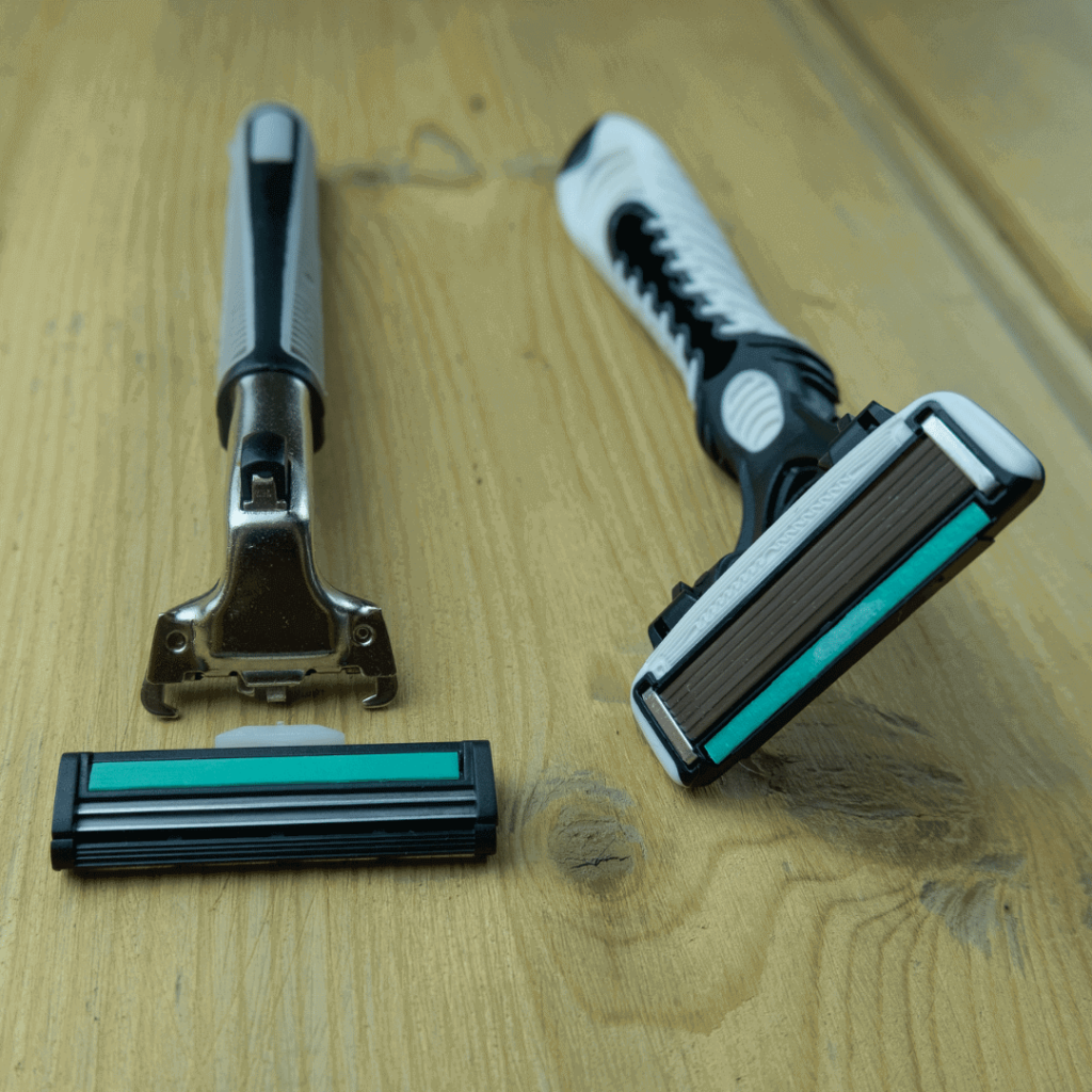 Cartridge razor with ejectable handle
